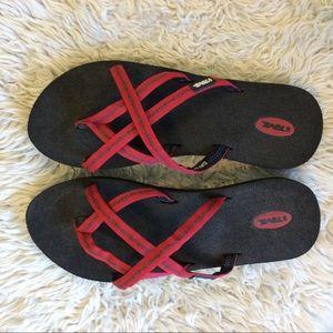 c785d1053 Women s Teva Olowahu Sandals on Poshmark